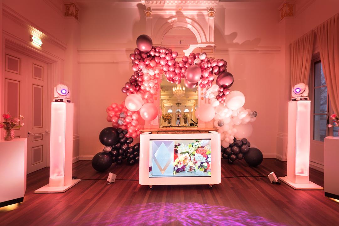 de bruiloft discoshow ballondecoratie